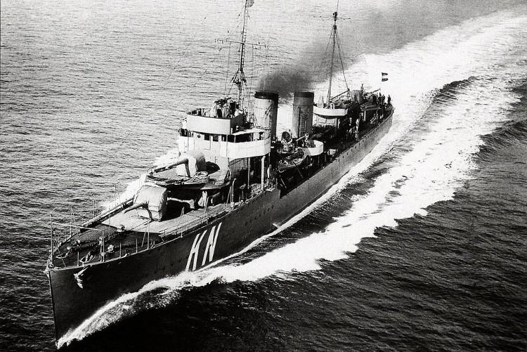 Tàu HNLMS Kortenaer trước khi chìm trong hải chiến Java năm 1942.