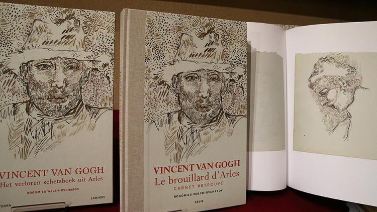 Cuốn sách tập hợp bản in các bức phác họa được cho là của danh họa Van Gogh.