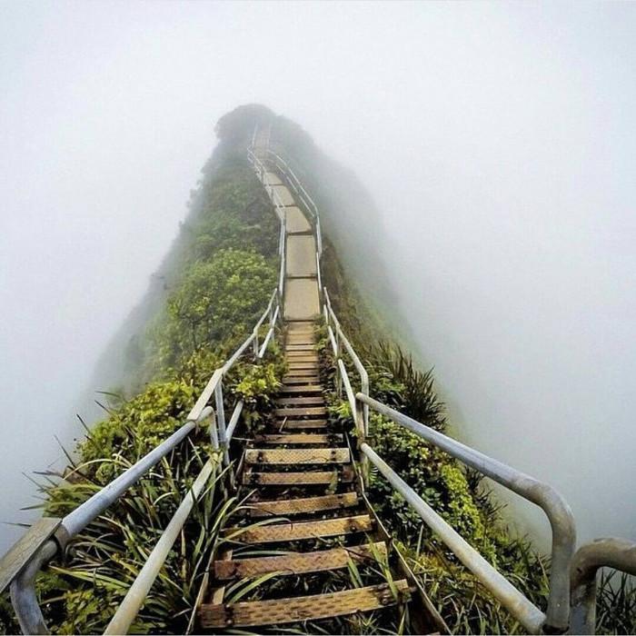 """""""Nấc thang lên thiên đường"""" ở Oahu, Hawaii."""