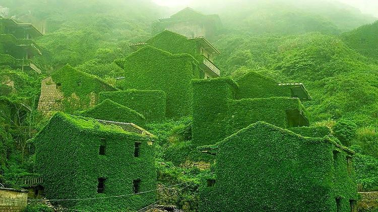Làng chài hoang vắng trên sông Dương Tử, Trung Quốc.