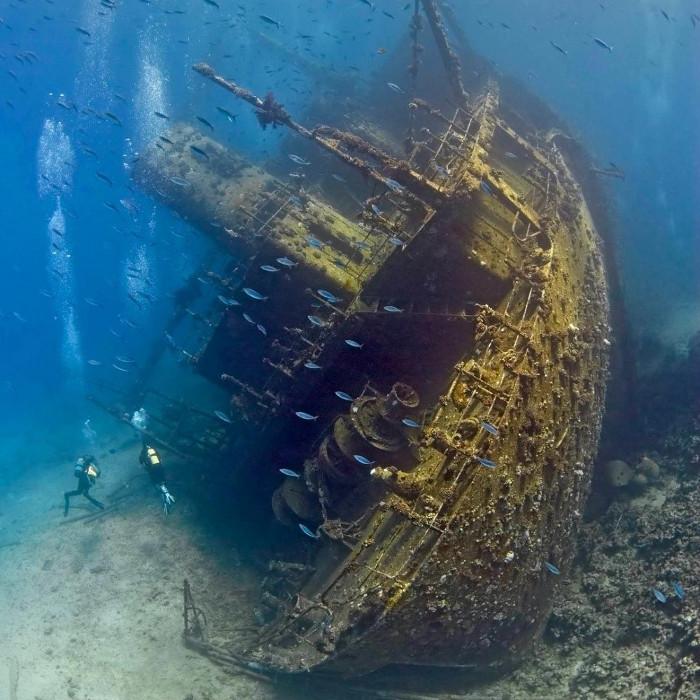 Xác một con tàu buôn tại biển Đỏ.