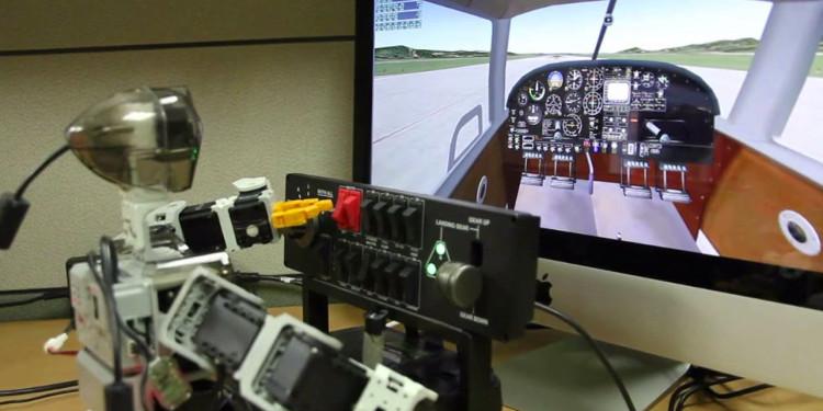 PiBot luyện tập lái máy bay trên thiết bị mô phỏng.