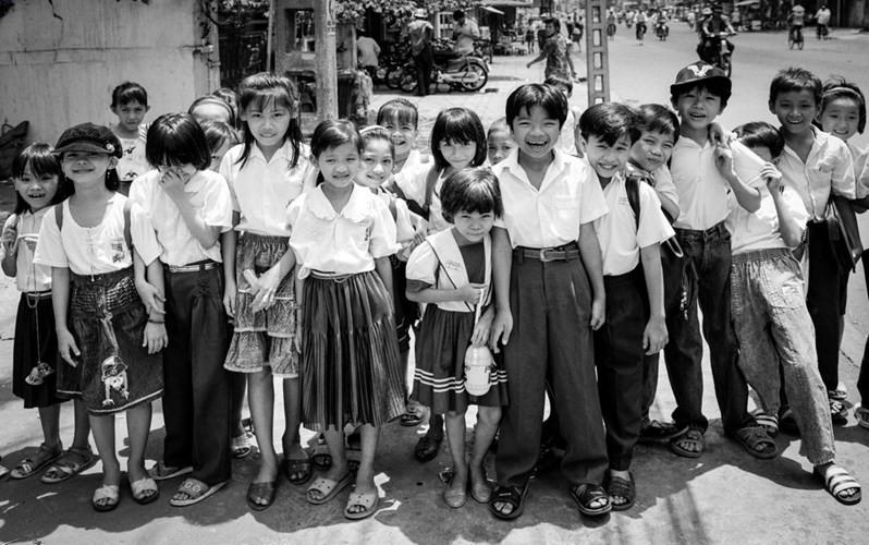 Học sinh một trường tiểu học quận Tân Bình, 1996.