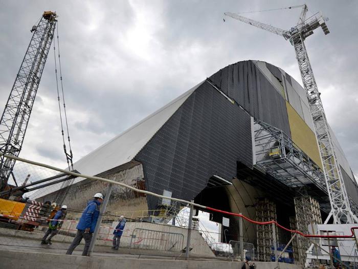 Mái vòm thép mới của Nhà máy điện nguyên tử Chernobyl tại Ukraine ngày 22/4.