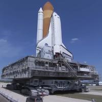 Video: Cỗ xe 2.700 tấn chuyên chở tên lửa của NASA