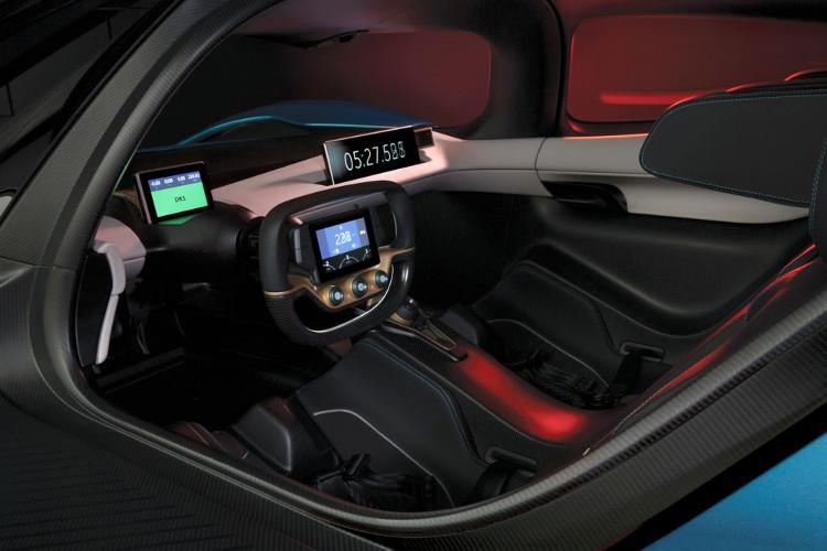 Buồng lái với phong cách thường thấy trên các siêu xe trong phim viễn tưởng.