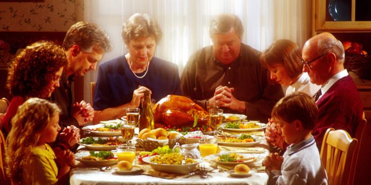 Bữa ăn trong ngày lễ Tạ Ơn bao giờ cũng có gà tây.
