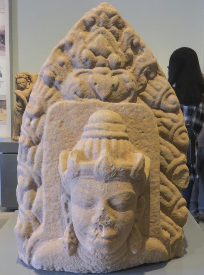 Đầu tượng thiên nhân thế kỷ 9-10
