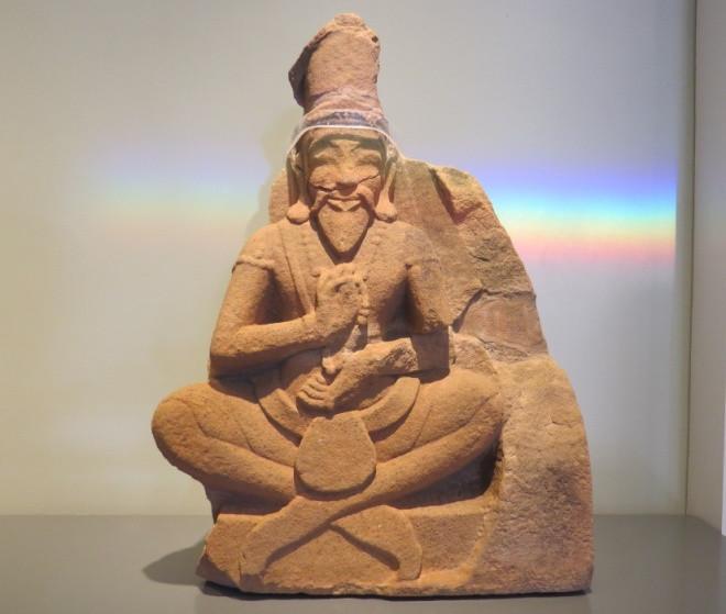 Hình tượng thần Silva với khuôn mặt khắc khổ, râu tóc dài, tay cầm tràng hạt được cho là vào thế kỷ 14-15.