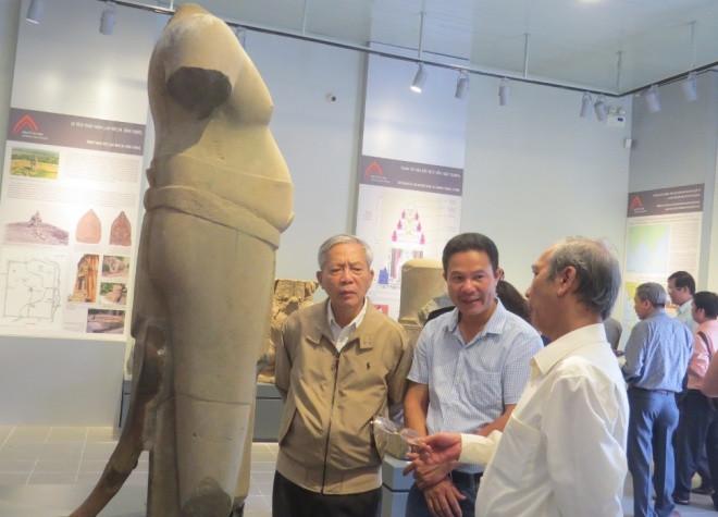Pho tượng Nam thần Bà la môn được tìm thấy ở Hương Trà (Thừa Thiên Huế).