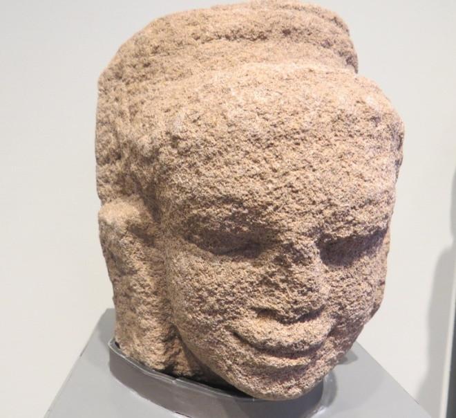 Hình tượng đầu thần Deva có niên đại thế kỷ 10.