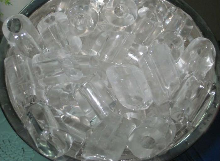 Người tiêu dùng không nên lạm dụng nước đá dùng liền.
