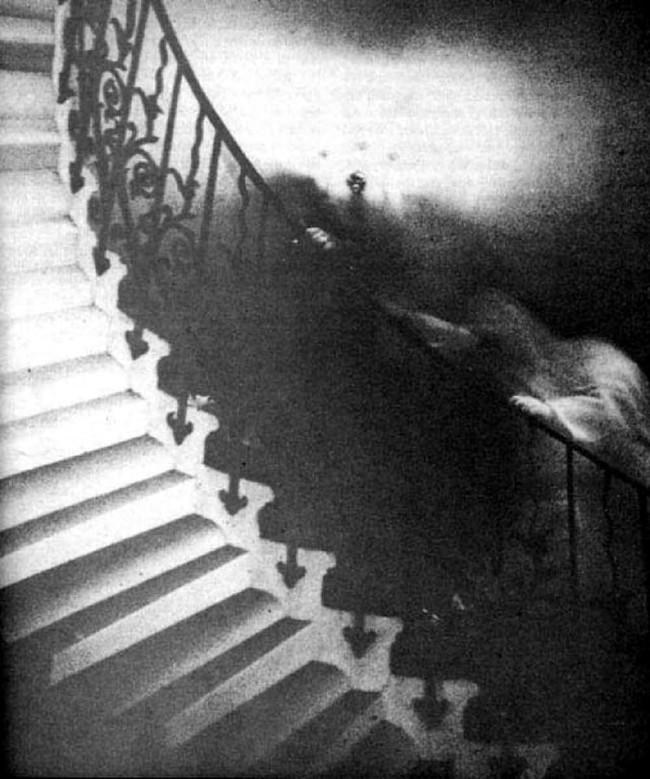 Hồn ma trên cầu thang