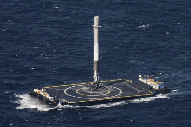 Dự án SpaceX hạ cánh thành công tên lửa đẩy theo phương thẳng đứng