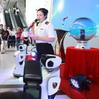 Robot sân bay biết nói 28 thứ tiếng và truy tìm tội phạm