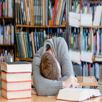 Giấc ngủ ngắn trước khi thi tốt hơn cố học nhồi nhét