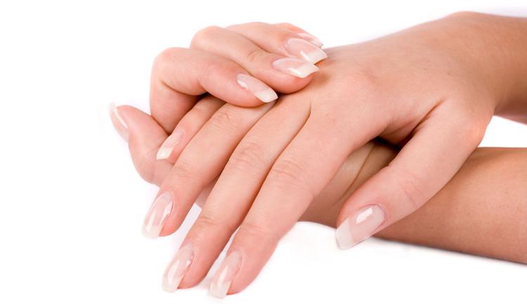 Móng tay được tạo thành từ một loại protein đặc biệt gọi là keratin.
