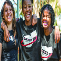 Nữ sinh tuổi teen chế tạo thành công vệ tinh đầu tiên cho châu Phi