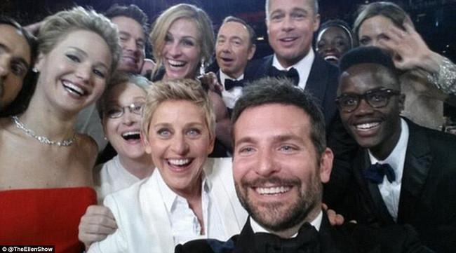 """Bức ảnh selfie """"quyền lực"""" nhất mọi thời đại."""