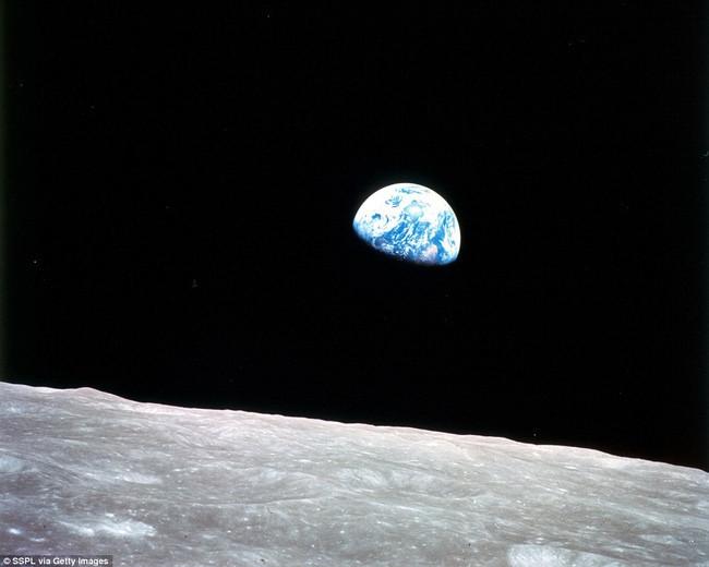 Ảnh chụp trái đất từ mặt trăng vào năm 1968.
