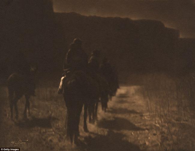 Những thổ dân châu Mỹ bị đuổi khỏi mảnh đất tổ tiên của mình vào năm 1904.