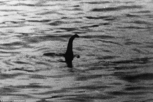 Bức ảnh kinh điển chụp lại quái vật hồ Loch Ness vào năm 1934.