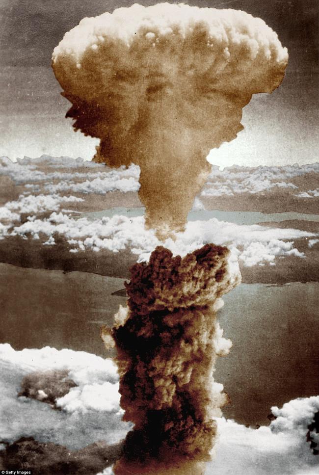 Cột khói hình nấm sau vụ nổ bom hạt nhân tại thành phố Nagasaki vào ngày 9/8/1945.