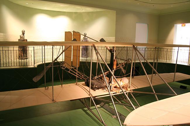 Và máy bay Flyer III.
