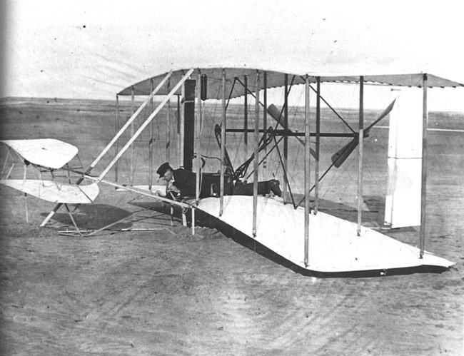 Chiếc máy bay Flyer của anh em nhà Wright.
