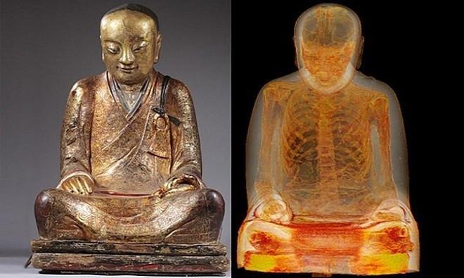 Một nhà sưu tập nghệ thuật người Hà Lan phát hiện xác ướp của nhà sư nằm bên trong bức tượng phật mua từ Trung Quốc.