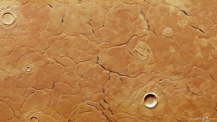 Hình ảnh vệ tinh về địa hình trên Utopia Planitia, nơi vừa tìm thấy dải băng dày 170m.