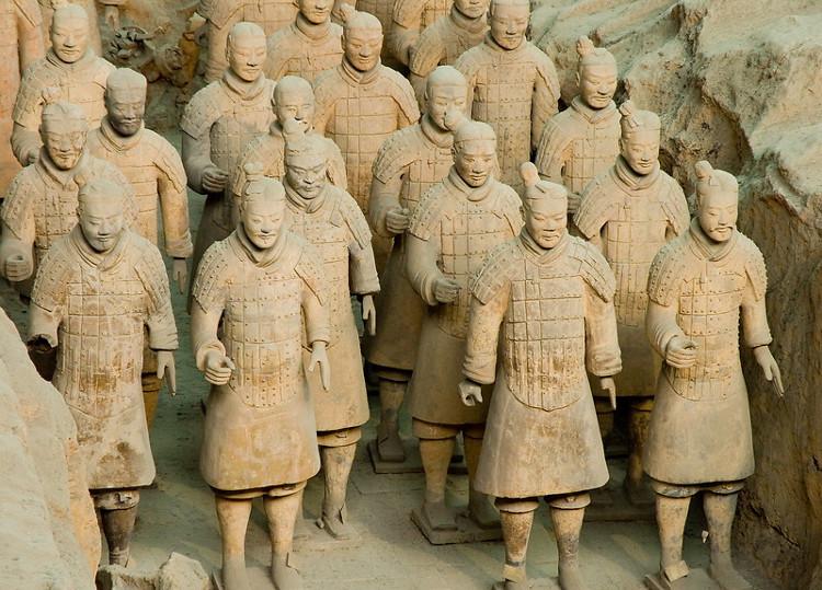 Đội quân đất nung trong lăng mộ Tần Thủy Hoàng.