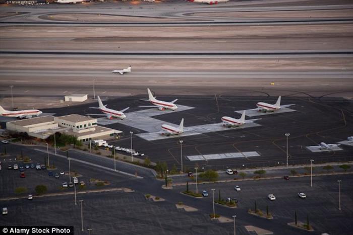 Các máy bay phục vụ riêng cho các chuyến bay tới Vùng 51 tại sân bay quốc tế ở Las Vegas.