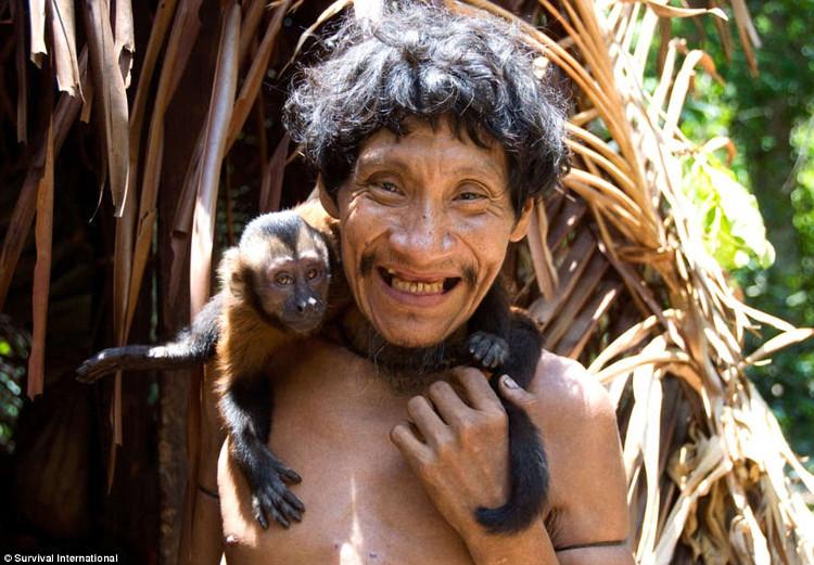 Bộ tộc này nuôi dưỡng động vật hoang dã và coi chúng như một thành viên trong gia đình mình.