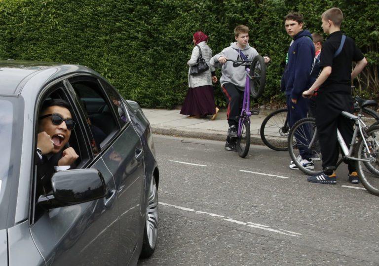 Loại bỏ điểm mù khi lái xe hơi bằng cách chỉnh lại gương chiếu hậu