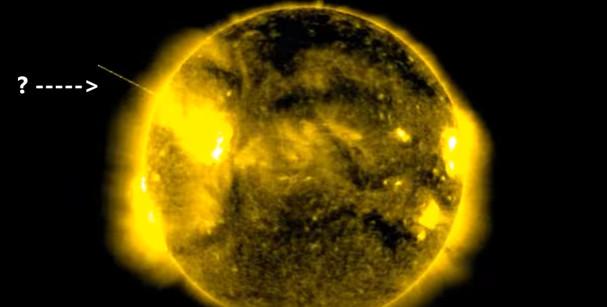 Trên phần vành đai mặt trời xuất hiện một vật thể lạ màu trắng lơ lửng...