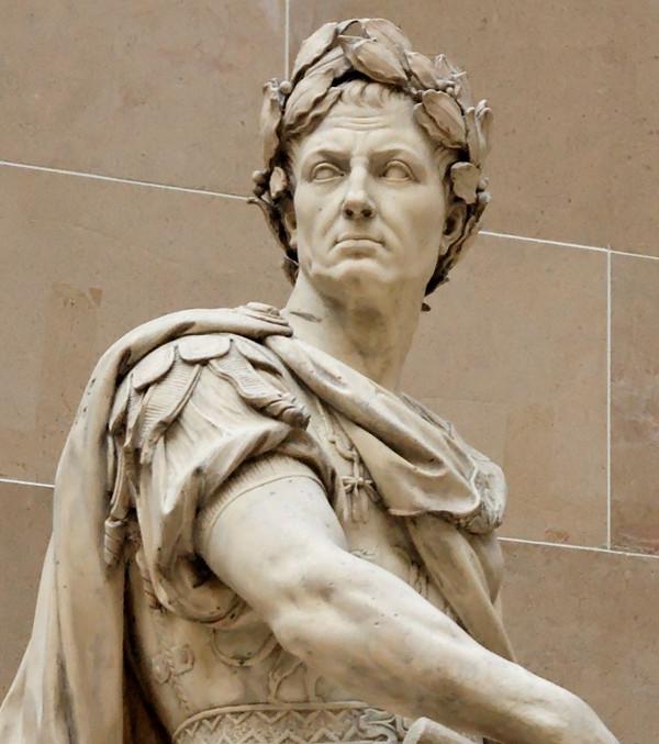 Hình ảnh Julius Caesar gắn liền với chiếc vòng nguyệt quế trên đầu.