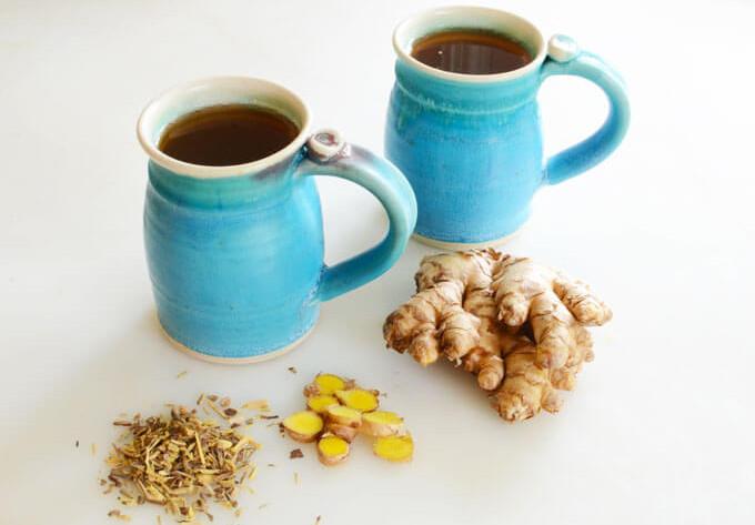 Hãy bổ sung ngay một cốc trà gừng cam thảo nóng cho mùa lạnh.