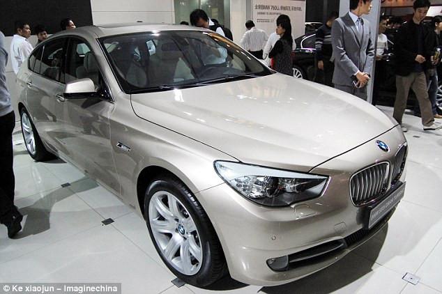 """Hãng xe BMW có một dịch vụ tích hợp riêng cho phép nhân viên trung tâm có thể """"khóa hoặc mở cửa xe từ xa nếu cần thiết""""."""