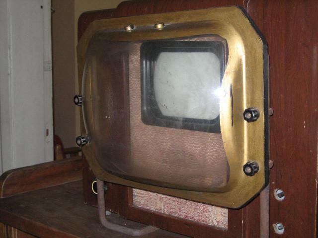 KVN-49 - TV đen trắng với nhiều phiên bản khác nhau được xuất xưởng từ năm 1949 cho đến năm 1960.