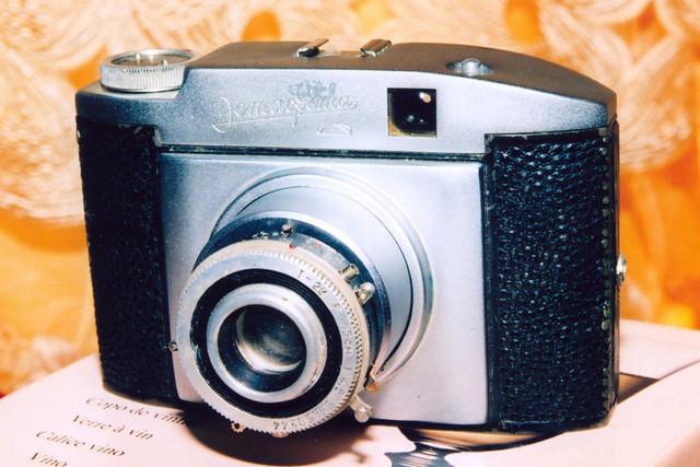 Máy ảnh Estapheta