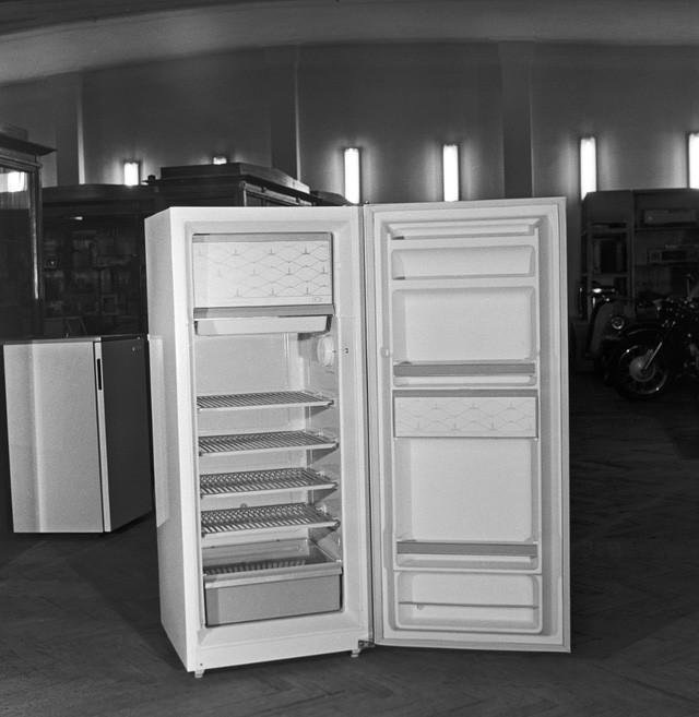 Tủ lạnh ZIL do Nhà máy ô tô I.A. Likhachev (Moscow) sản xuất.