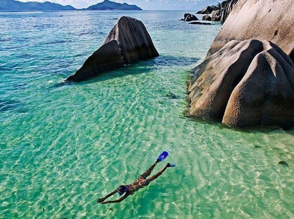 Thời tiết ở Seychelles hiếm khi xuống dưới 24 độ C hoặc tăng lên cao hơn 32 độ C.