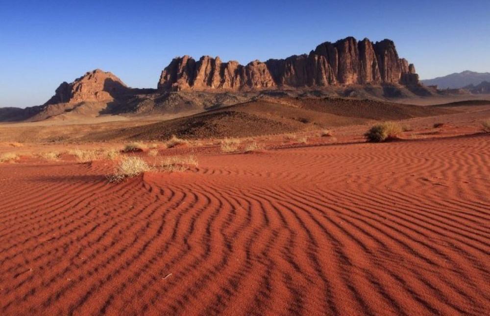 """Sa mạc Wadi Rum có thời điểm nhiệt độ lên đến 48,8 độ C. Nhiều du khách đã đùa rằng, nhiệt độ nơi đây thật """"bốc lửa""""."""