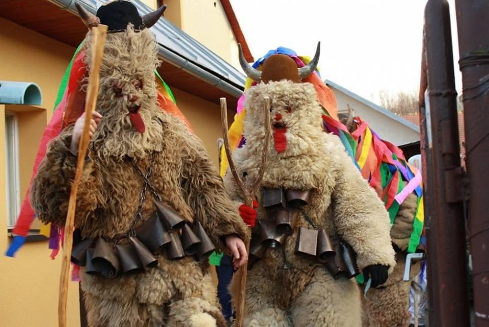 Đối với người dân làng Francova Lhota, đây là một sự kiện quan trọng, thu hút rất nhiều người tham gia.
