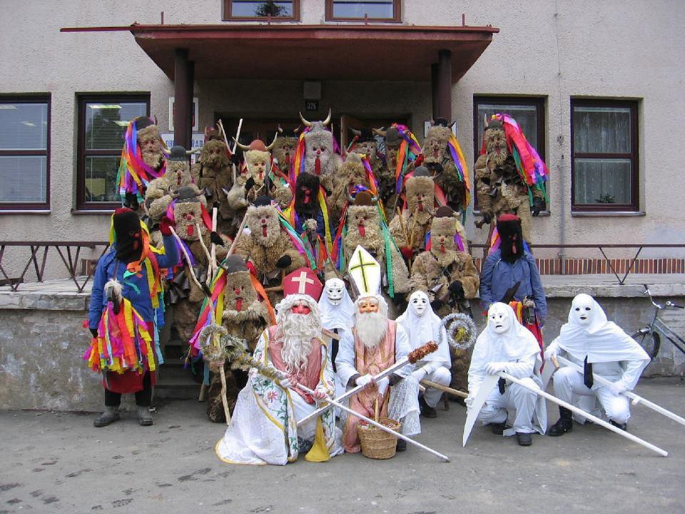 Lễ hội diễn ra trong khoảng 3 ngày, thu hút rất đông du khách tham gia.