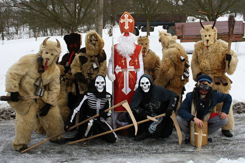 Phong tục đón Giáng sinh kỳ lạ này diễn ra tại làng Francova Lhota vào ngày 3/12 hàng năm.
