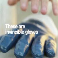 Video: Găng tay dao cắt không đứt, búa đập không thủng