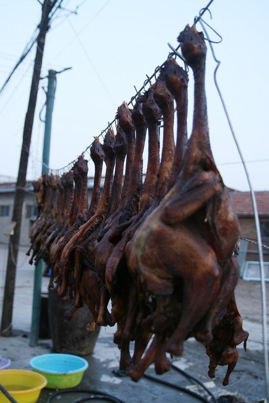 Tiếng rên rỉ than khóc của đàn gà buổi xế chiều có lẽ không quá xa lạ nếu như bạn đến Tây Tạng vào dịp cuối năm.