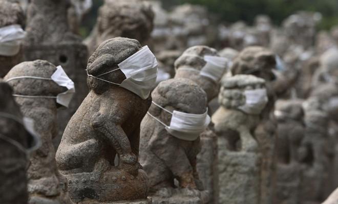 Cuối tuần trước, cư dân thủ phủ Thành Đô, tỉnh Tứ Xuyên, Trung Quốc đeo khẩu trang biểu tình phản đối việc không khí bị ô nhiễm nặng nề